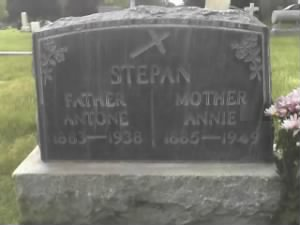 Gravestone of Atone and Annie Stepan