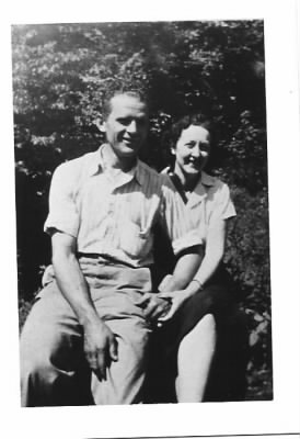 John Evans Moneyhun and his wife, Naomi Mae Short Richards Moneyhun