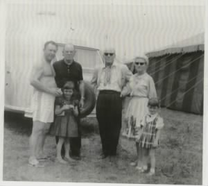 emmett-kelly-family-1024x917Clyde Beatty, Emmett Kelly, Stasia Kelly, Bill Pringle, Evie Kelly and Monika Kelly.jpg