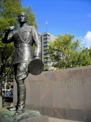 John_J._Pershing_statue_-_Washington,_D.C..jpg