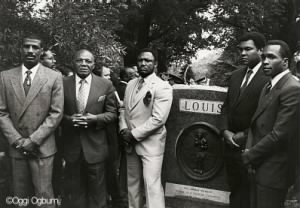 Michael Spinks,Jersey Joe Walcott,Smokin Joe Frazier,Mohammed Ali, Sugar Ray Leonard at the grave of Joe Louis.jpg